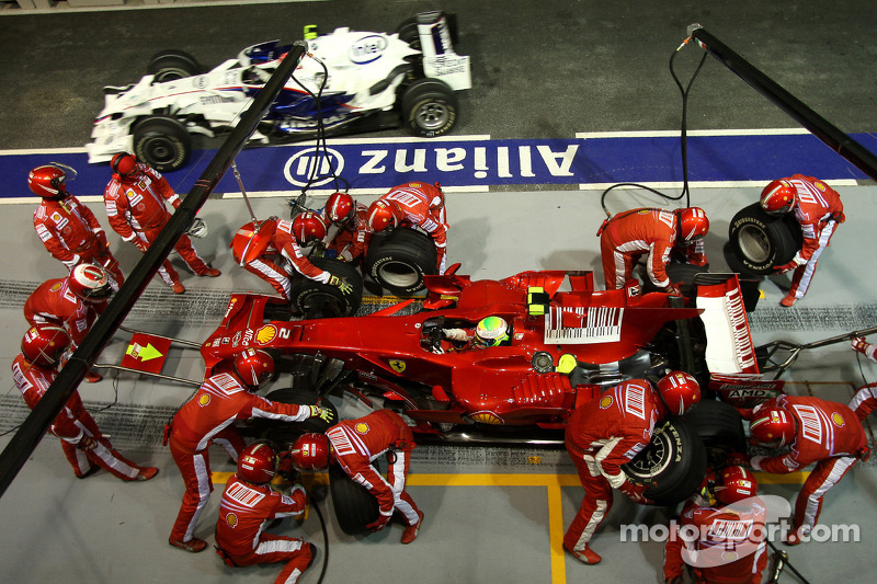 Bei Spitzenreiter Massa geht der Boxenstopp völlig daneben