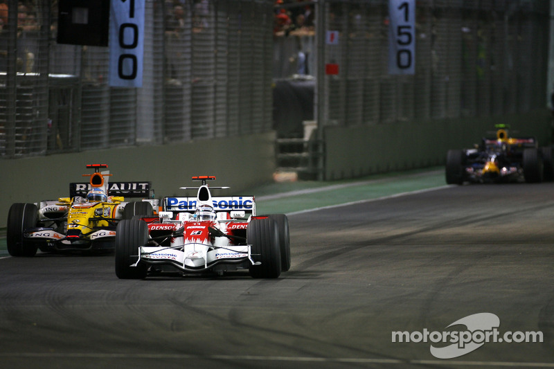 Jarno Trulli, Toyota F1 Team; Fernando Alonso, Renault F1 Team