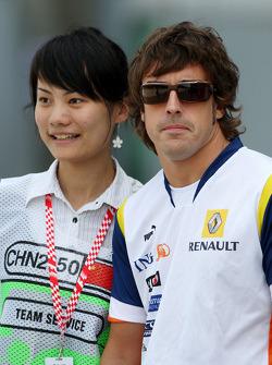 Fernando Alonso, Renault F1 Team with a fan
