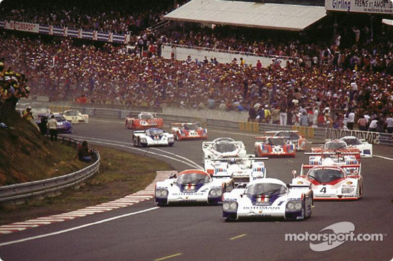 Start: Jacky Ickx;Derek Bell takes the lead in front of Jochen Mass;Vern Schuppan