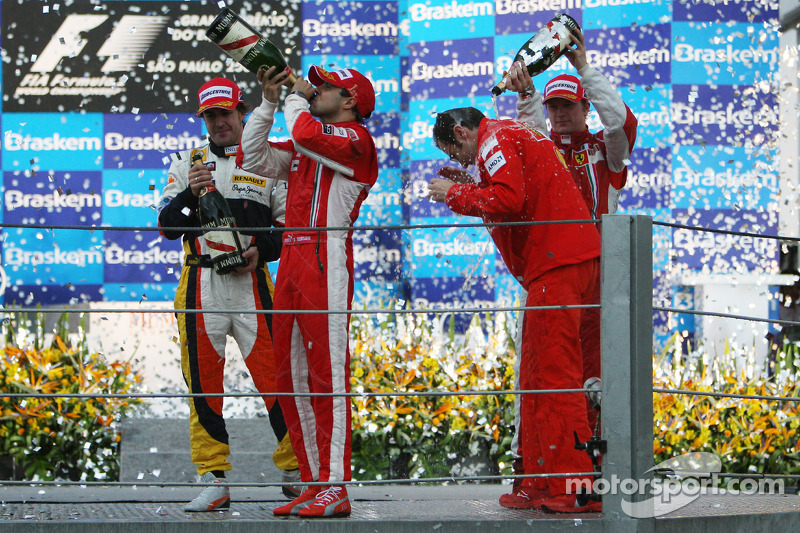 Podium: champagne for Felipe Massa, Fernando Alonso, Kimi Raikkonen and Stefano Domenicali
