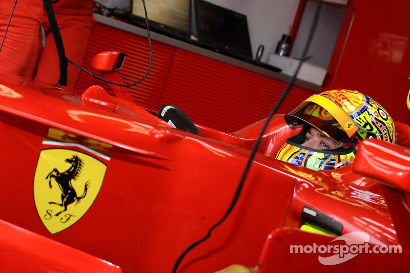 Valentino Rossi di balik kemudi Ferrari F2008