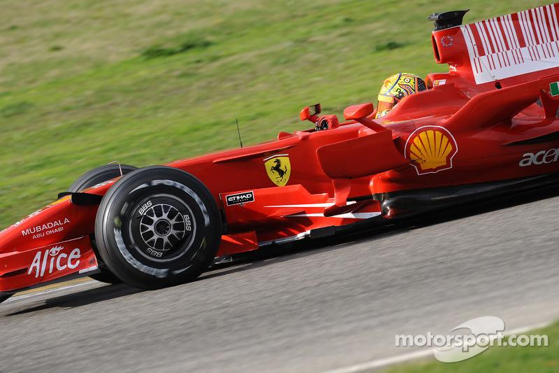 Valentino Rossi prueba el Ferrari F2008