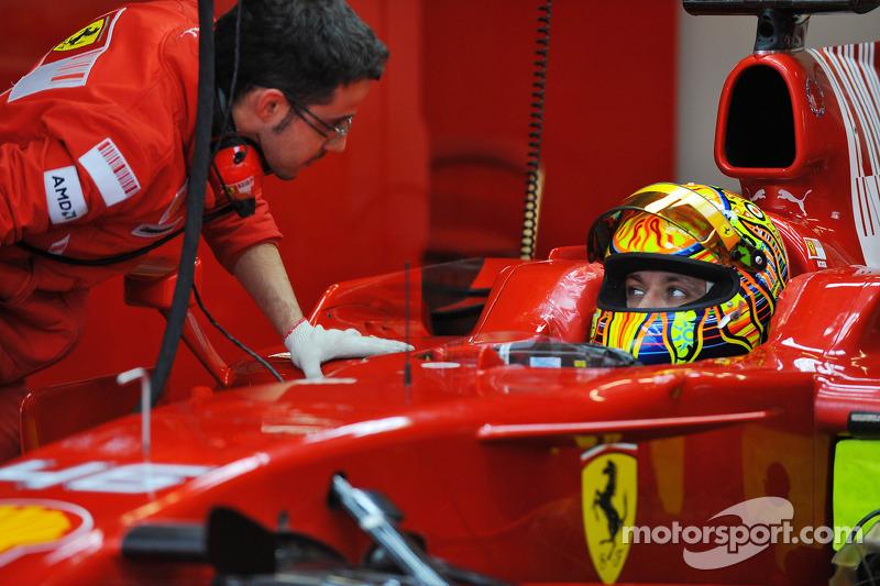 فالنتينو روسي على سيارة فيراري إف2008
