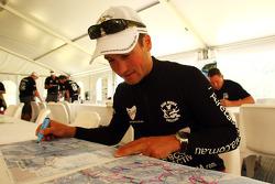 Launceston, Australia: Mark Padgett of Team Driza-Bone Activ looks at his course maps