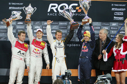 Podio: los ganadores de la Copa de las Naciones ROC 2008, Michael Schumacher y Sebastian Vettel (Equipo de Alemania) celebran juntos