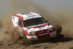 #367 Mitsubishi Pajero: Nuno Pedro Inocencio and Jaime Santos