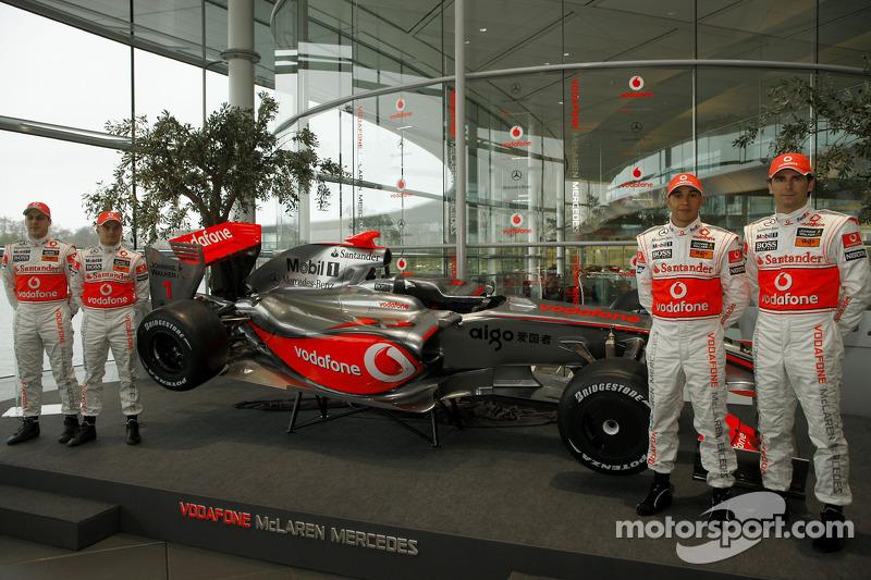 Gary Paffett, Heikki Kovalainen, Lewis Hamilton and Pedro de la Rosa with the new McLaren Mercedes M