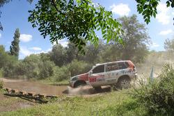 #382 Toyota Land Cruiser 120: Adelio Machado and Laurent Flament