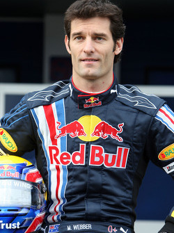 Mark Webber pose with the new Red Bull RB5