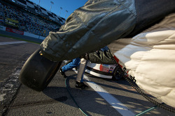 Pit stop for Justin Lofton