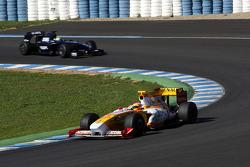 Fernando Alonso, Renault F1 Team, R29 leads Nico Rosberg, WilliamsF1 Team, FW31