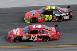 Tony Stewart, Stewart-Haas Racing Chevrolet, and Jeff Gordon, Hendrick Motorsports Chevrolet