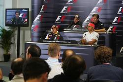 Fernando Alonso, Renault F1 Team, Sebastien Buemi, Scuderia Toro Rosso, Lewis Hamilton, McLaren Mercedes, Mark Webber, Red Bull Racing en la conferencia de prensa de la FIA