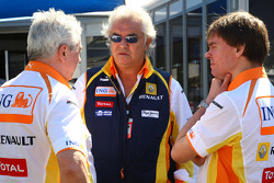 Flavio Briatore, Renault F1 Team, Team Chief, Managing Director, Pat Symonds, Renault F1 Team, Executive Director of Engineering