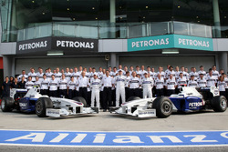 BMW Team photograph, Peter Sauber, BMW Sauber F1 Team, Team Advisor, Nick Heidfeld, BMW Sauber F1 Team, Dr. Mario Theissen, BMW Sauber F1 Team, BMW Motorsport Director, Robert Kubica, BMW Sauber F1 Team, Willy Rampf, BMW-Sauber, Technical Director, Christ