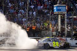 Race winner Jeff Gordon, Hendrick Motorsports Chevrolet, celebrates