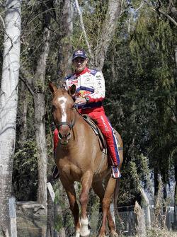 Daniel Elena monte à cheval