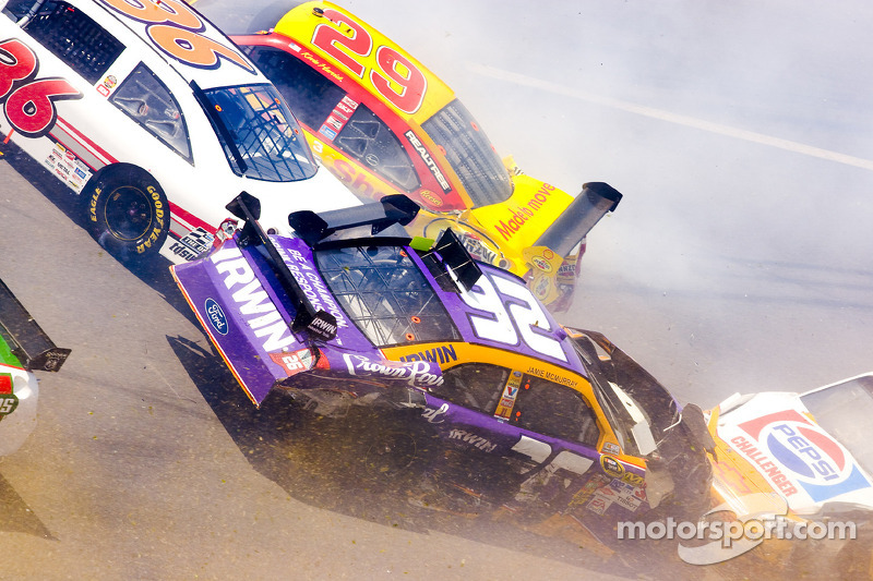 Frühjahr 2009: Crash mit Jamie McMurray, Scott Riggs, Kevin Harvick, Jeff Gordon