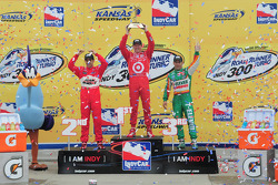 Podium: race winner Scott Dixon, Target Chip Ganassi Racing, second place Helio Castroneves, Team Penske, third place Tony Kanaan, Andretti Green Racing