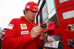 Kimi Raikkonen, Scuderia Ferrari signing autographs