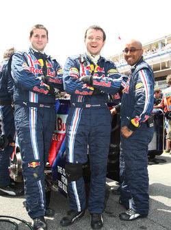 Red Bull mechanics hiding their rear diffuser