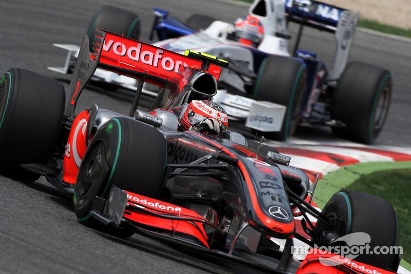Heikki Kovalainen, McLaren Mercedes leads Robert Kubica, BMW Sauber F1 Team