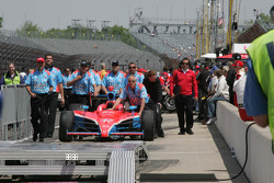 John Andretti's Crew push the #43 Richard Petty Motorsports, Dreyer & Reinbold Racing machine to the qualifying line