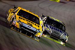 Matt Kenseth, Roush Fenway Racing Ford, Jimmie Johnson, Hendrick Motorsports Chevrolet
