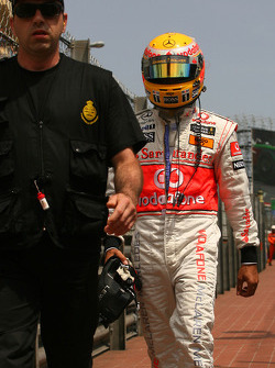 Lewis Hamilton, McLaren Mercedes comes back to the pits after crashes