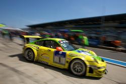 Boxenstopp: #1 Manthey Racing GmbH, Porsche 911 GT3 RSR: Timo Bernhard, Marc Lieb, Romain Dumas, Mar