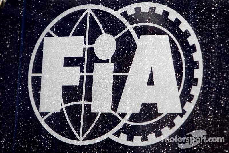 Rain on the FIA logo