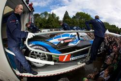 Team Peugeot Total Peugeot 908 cars are unloaded