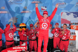 Victory lane: race winner Scott Dixon, Target Chip Ganassi Racing