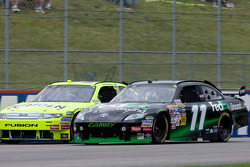 Paul Menard, Yates Racing Ford, Denny Hamlin, Joe Gibbs Racing Toyota