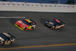 Jeff Gordon, Hendrick Motorsports Chevrolet and Brad Keselowski, Phoenix Racing Chevrolet