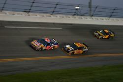 Marcos Ambrose, JTG Daugherty Racing Toyota, Jeff Burton, Richard Childress Racing Chevrolet