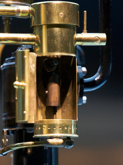 The pionners and the invention of the automobile: 1886 Daimler single-cylinder engine 'Grandfather clock' detail