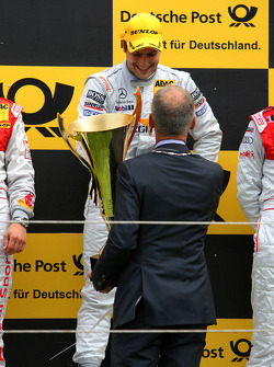Podium, mayer of Zandvoort handing over the winners trophy to Gary Paffett, Team HWA AMG Mercedes