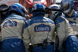 #15 Lowe's Fernandez Racing Acura ARX-01B Acura: Adrian Fernandez, Luis Diaz in the pits with mechanical issues