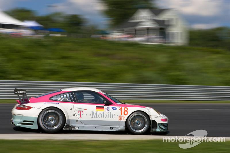 #18 T-Mobile VICI Racing Porsche 911 GT3 RSR: Richard Westbrook, Johannes Stuck