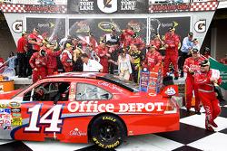 Victory lane: race winner Tony Stewart, Stewart-Haas Racing Chevrolet celebrates with champagne