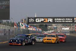 Start: #37 JBS Motorsports Ford Mustang GT: James Gue, Bret Seafuse