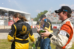 Podium: race winner Simona De Silvestro, Team Stargate Worlds, gets a champagne shower from Jonathan Summerton, Newman Wachs Racing