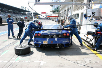 Pit stop for #99 JMB Racing Ferrari F430 GT: John Hartshorne, Peter Kutemann