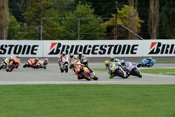 Start: Dani Pedrosa, Repsol Honda Team and Valentino Rossi, Fiat Yamaha Team battle