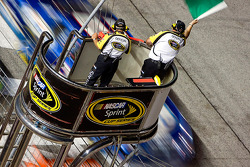 Kurt Busch, Penske Racing Dodge takes the green flag on a restart