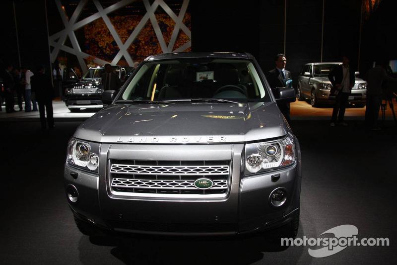 https://cdn-3.motorsport.com/static/img/mgl/800000/890000/898000/898200/898283/s8/automotive-frankfurt-international-auto-show-2009-land-rover-freelander-2-td4-e.jpg