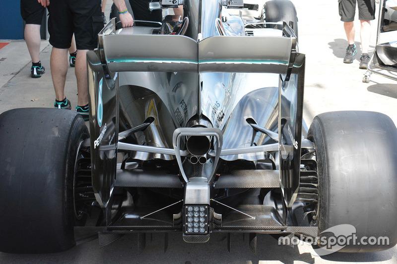 Mercedes AMG F1 W07, dettaglio ala posteriore