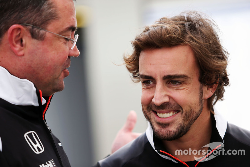 Голова McLaren Racing Ерік Бульє і Фернандо Алонсо, McLaren